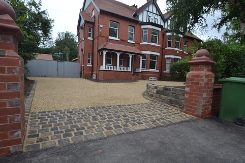 Stabilised gravel drieway in Stockport with reclaimed setts as rumble strip
